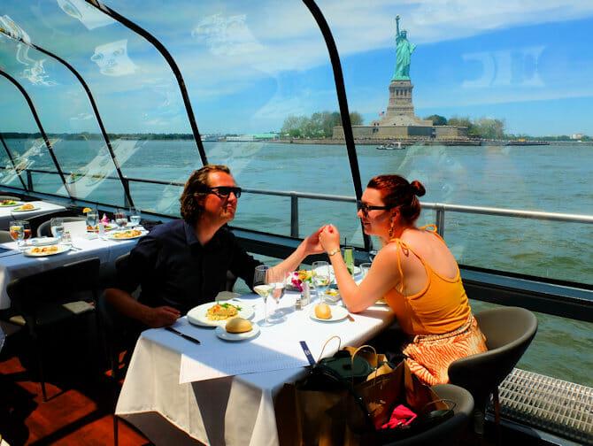 Valentines-cruise med middag i New York - Frihetsgudinnen