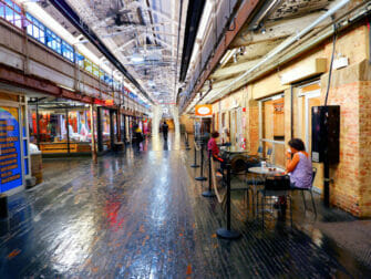 Marked i New York - Chelsea Market Hallway