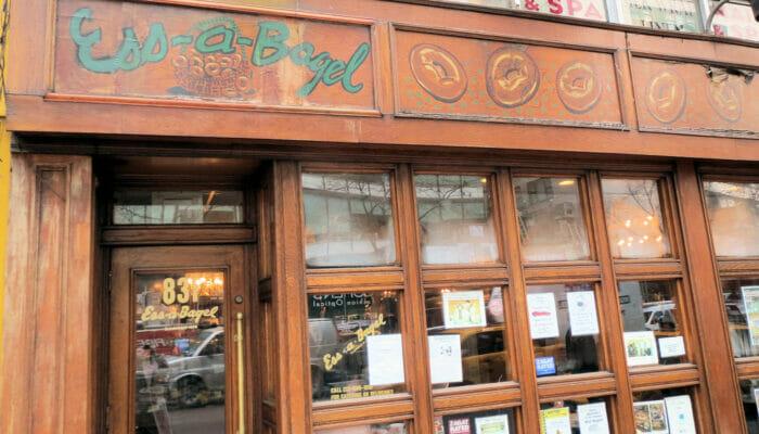 De beste stedene for kaffe og bagels i New York - Ess-a-Bagel utenfor