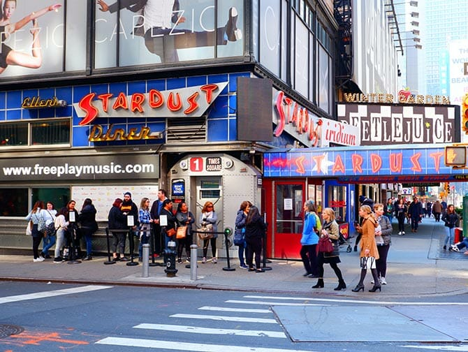 Tema-restauranter i New York - Ellen's Stardust Diner