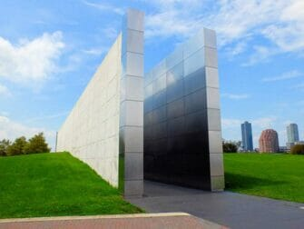 Empty Sky Memorial in New Jersey - fra siden