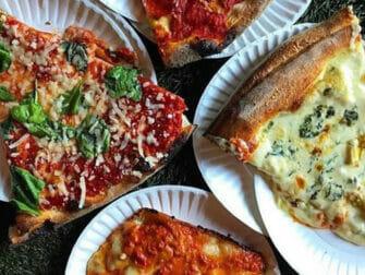 West Village Food Tour i New York - Pizza hos Artichoke