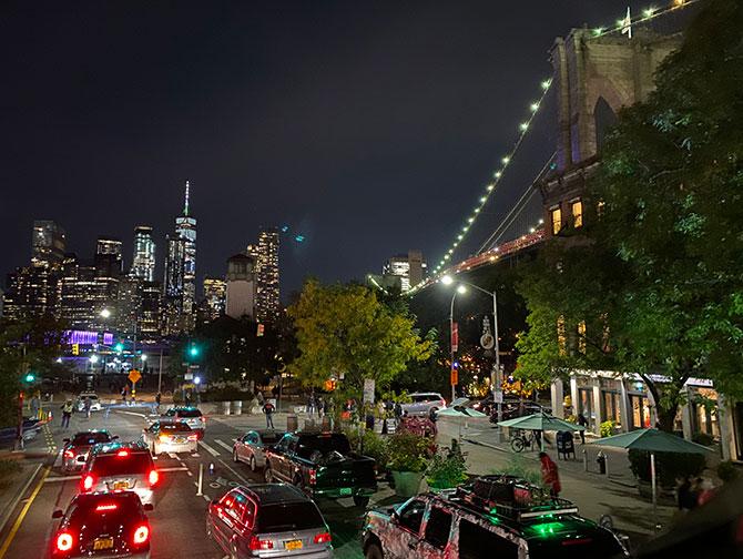 Gray Line Hop on Hop off bus i New York - Brooklyn på kvelden