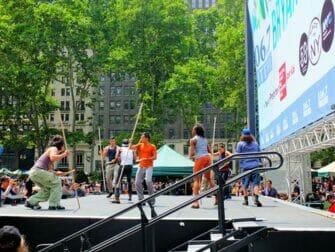 Broadway i Bryant Park - STOMP