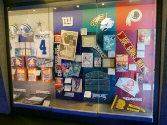 NFL Experience Times Square - Artefakter