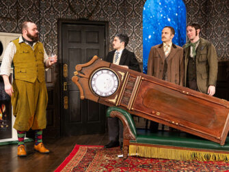 The Play That Goes Wrong New York Tickets - Rekvisitter
