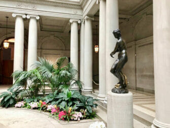 Frick Collection i New York Statue