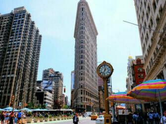 Flatiron Building i New York - klokken ved Flatiron Building