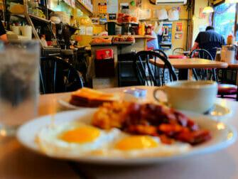 Frokost i New York - La Bonbonniere frokost