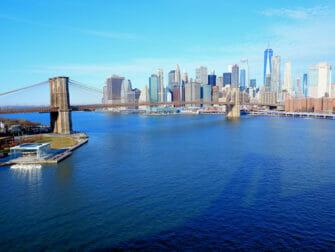 Manhattan Bridge i New York -Utsikt fra broen