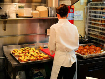 Beste donuts i New York - innsiden av Dominique Ansel Bakery