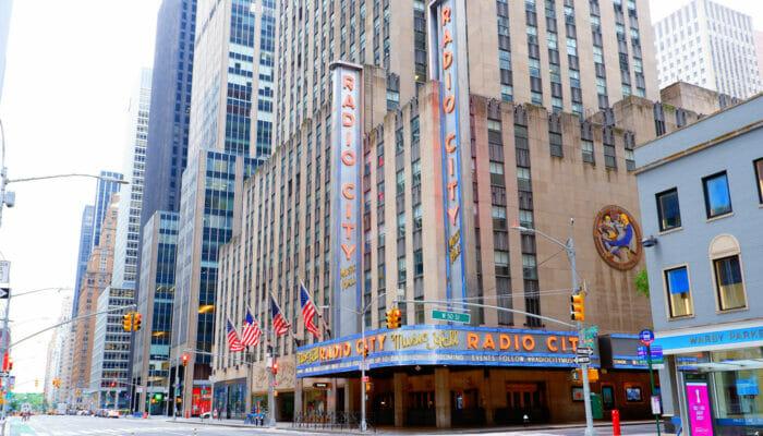 Radio City Music Hall i New York - Utsiden