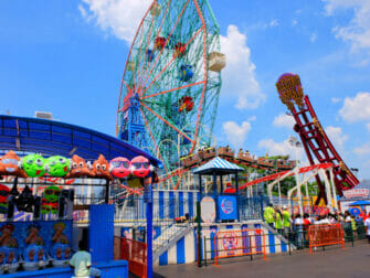 Denos Wonder Wheel Amusement Park på Coney Island - attraksjoner