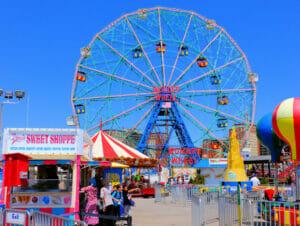 Denos Wonder Wheel Amusement Park på Coney Island - pariserhjul